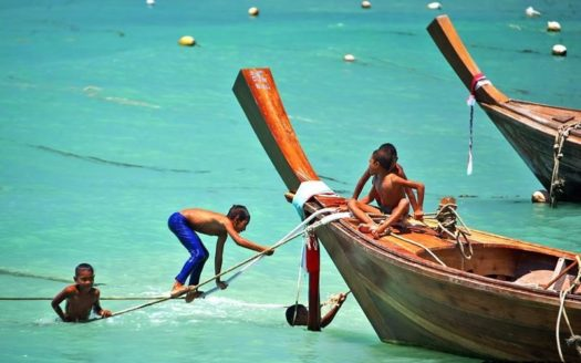 Thai Children Plays Thailand Longboat